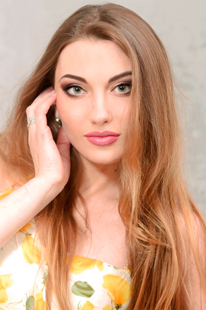 Yulia,スミー(ウクライナ)